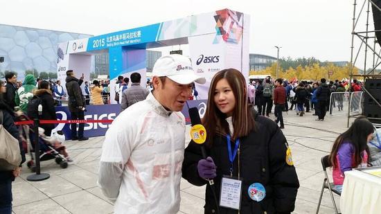 新浪跑步高级副总裁魏江雷接受新浪跑步采访