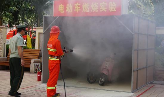 电动车燃烧实验现场
