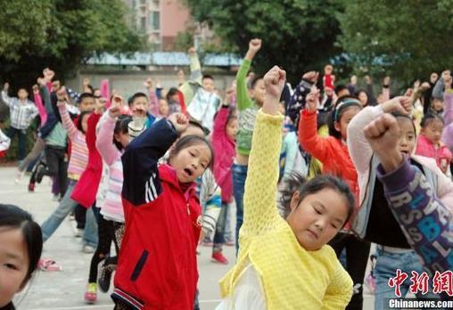 小学课间跳广场舞