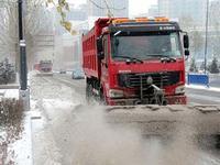 防道路结冰 哈尔滨市清雪机械当晚集结到位