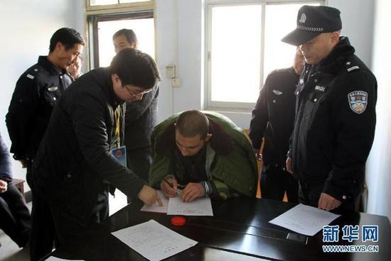 河南光山校园砍22名学生男子改判死缓