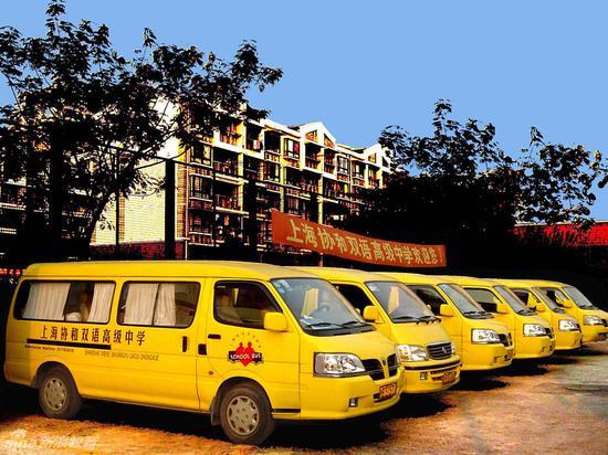 学校黄色校车