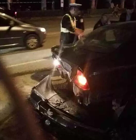 上海疯狂小轿车连撞多人 已致2死8伤