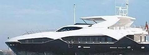 """李家诚买下一艘游艇价值1.1亿,送给儿子当第一件""""玩具"""",用儿子的英文名命名"""