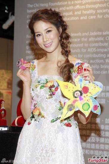 徐子淇出席慈善拍卖会,捐出8件总值逾60万港元的珠宝