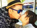 郭涛甜蜜亲吻女儿