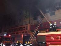 哈尔滨道外一仓库大火 现场火光冲天无人员伤亡