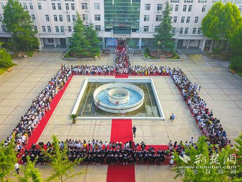 拼多多财务副总裁徐湉离职 所属团队暂向CEO黄峥汇报