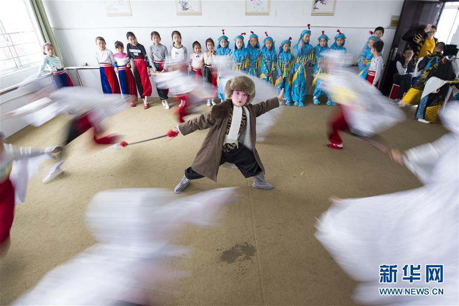 """一票难求,豆瓣9.5分俄罗斯""""神剧""""来广州,主创们逛了陈家祠"""