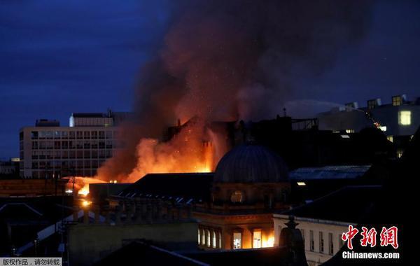 英国顶级艺术院著名大楼再度起火 2014年曾发生火灾