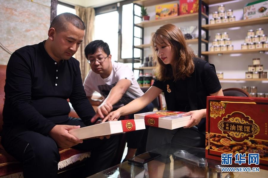 约翰斯·霍普金斯大学:中国以外确诊超80万例