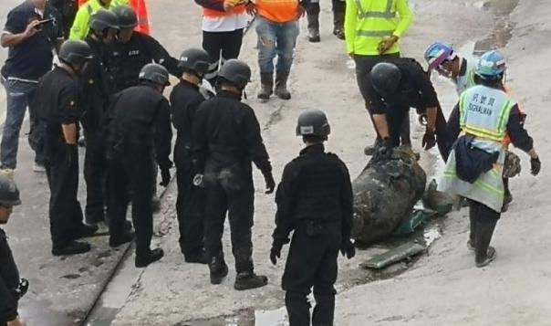巴西12人挖隧道越狱 一个拉一个接力钻出洞口,全逃跑