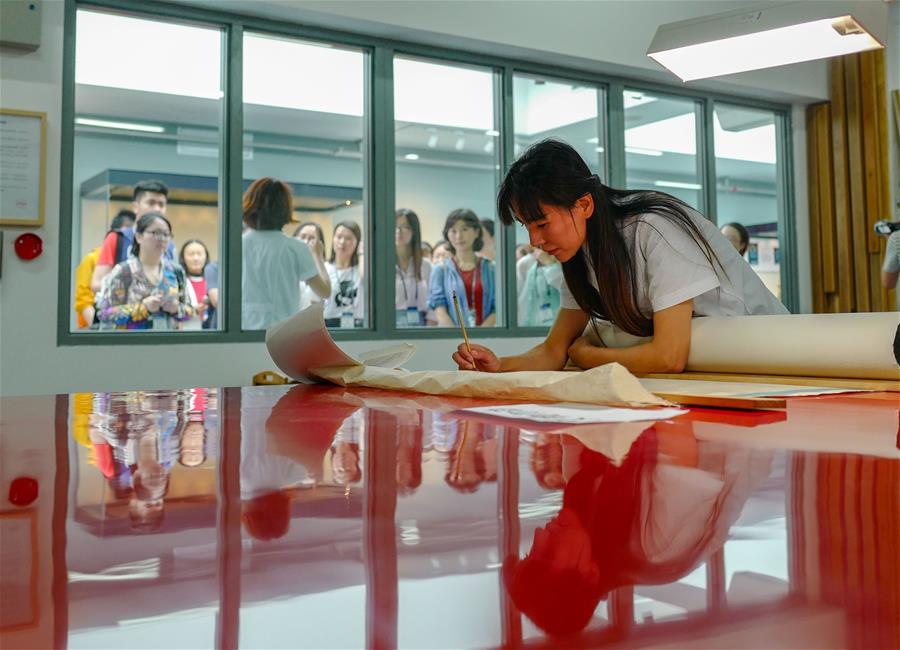 色色999欧美 日韩 女优制服丝袜诱惑在线观看