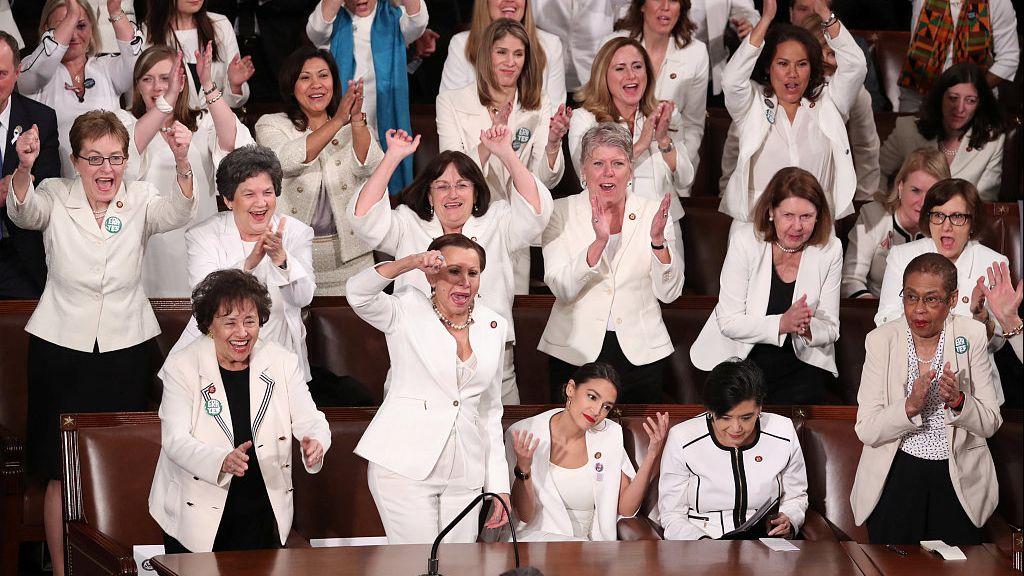 ▲當地時間2019年2月5日,美國華盛頓,川普進行國情諮文演講,衆議院民主黨女議員身穿白衣出席聯席會議以宣揚婦女參政。圖/視覺中國