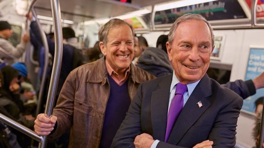 布隆伯格當紐約市長12年來,一直乘地鐵上下班,賺足好感度。