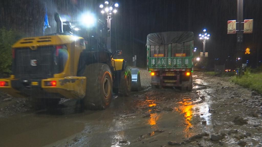 四川阿坝松潘县个别乡镇出现大暴雨 多处道路中断点已抢通图片