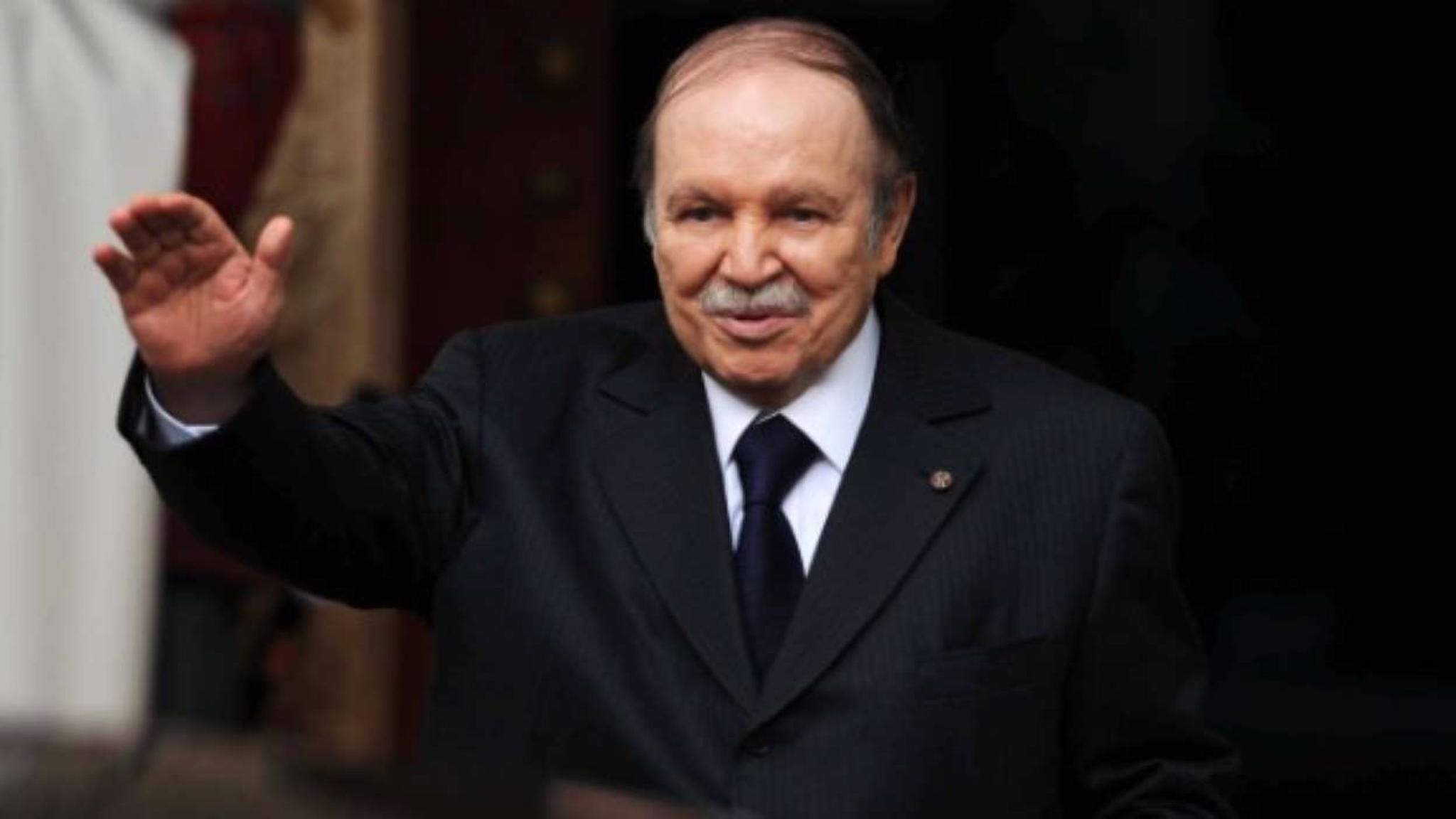 82岁的阿尔及利亚现总统寻求第五任期 数千人抗议