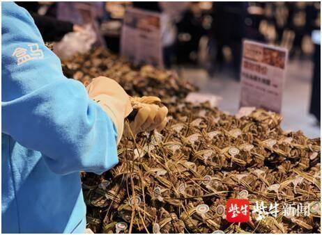 """大闸蟹、簖蟹……江苏多种品牌螃蟹价格差距""""近一倍"""""""