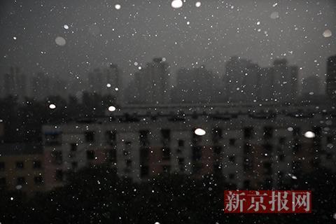 北京连续遭遇冰雹、雷电天气