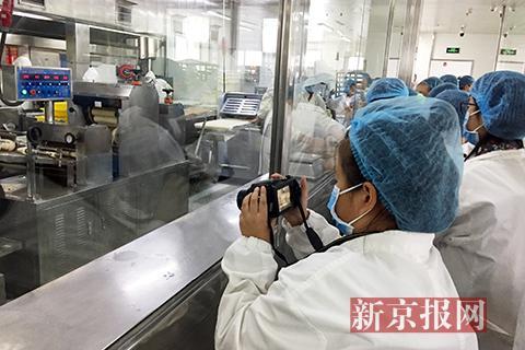 """小记者探访京城""""老字号"""" 揭秘焦圈背后的食品安全"""