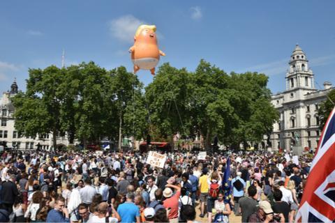 特朗普访问英国期间遭到当地民众抗议。(图:视觉中国)