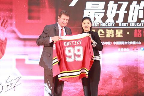 """""""冰球大帝""""格雷茨基要在中国建冰球学校"""