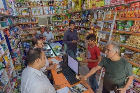 印度首富大战亚马逊沃尔玛:做电商争小卖店支持
