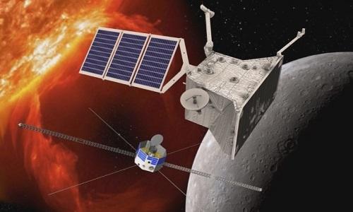 """""""比皮科伦坡""""行动的两枚探测器围绕水星运转作业的想象图(欧洲航天局网站)"""