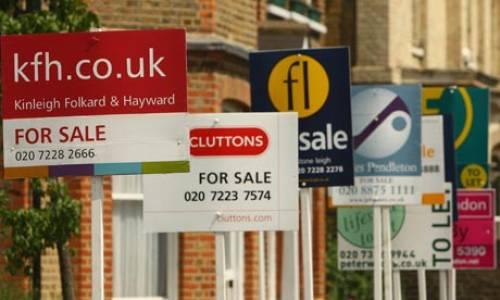 圖?倫敦市內房屋出售告示。資料圖片