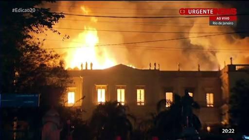 巴西国家博物馆发生火灾 现场火势凶猛