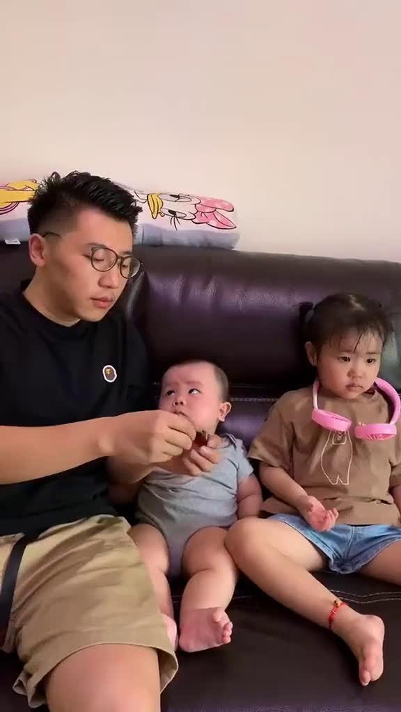 宝宝:爸爸,我是你亲生的不?
