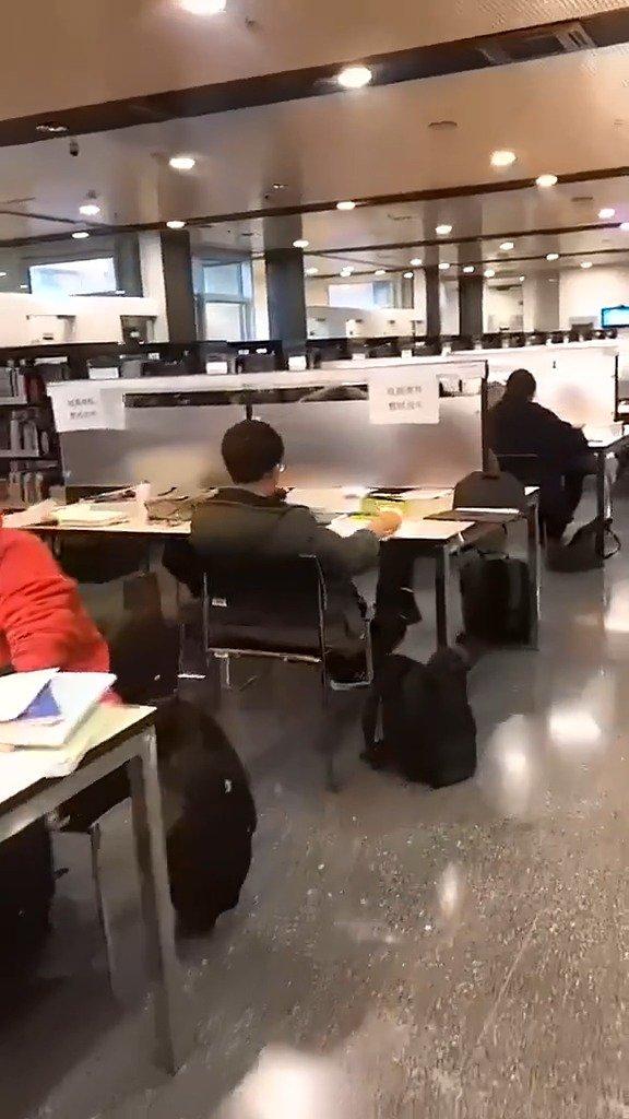 清华大学晚上的图书馆,真是比你牛的人比你更努力!