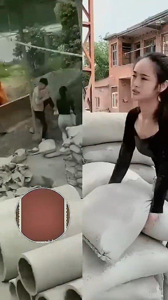 搬水泥的网红小姐姐,演技真好! #搞笑# #搞笑视频#