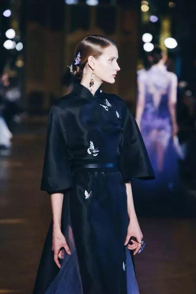 在服装设计中,中国风自然也大行其道, 不管是本土品牌,还是国际大牌