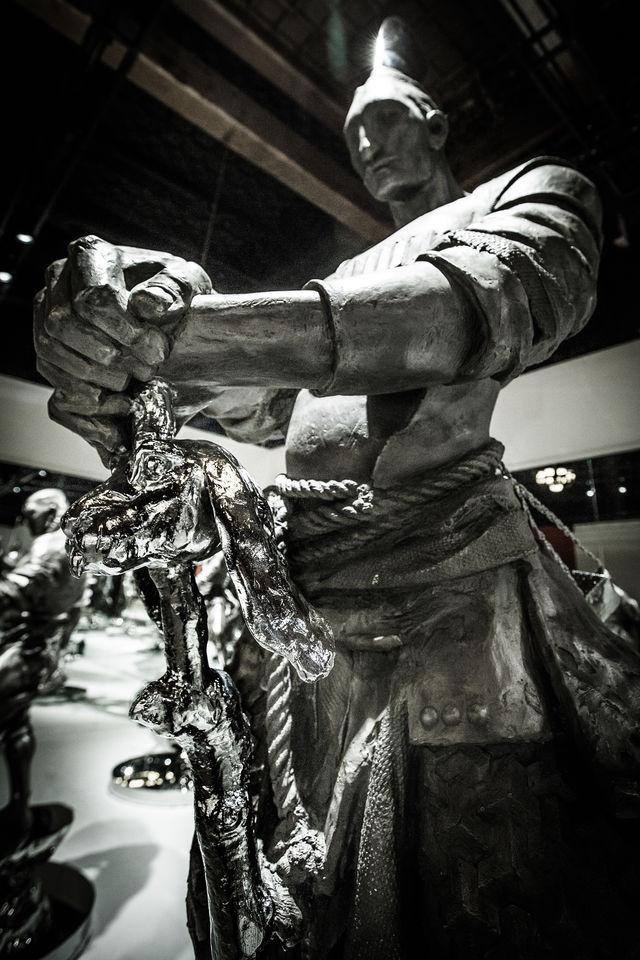 """""""钢铁武士""""""""十二生肖""""亮相600岁太庙,任哲当代雕塑展追寻""""炁"""""""
