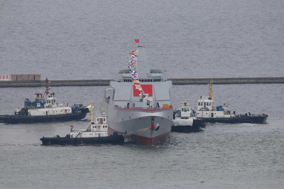 055驱逐舰的舰艏