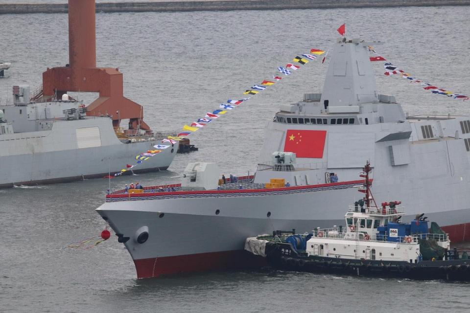 055采用了一体化桅杆和有源相控阵雷达