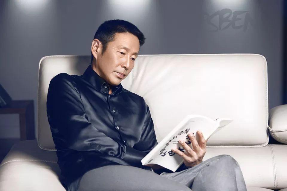 63岁陈道明再度爆红:圈粉崔永元、怒斥冯小刚、力压成龙,他的人生你永远模仿不来!