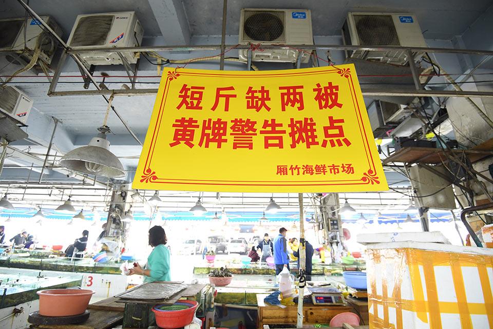 """中国""""双桨齐动"""" 经济破浪前行"""