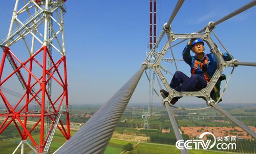 【中国梦实践者】王进:与电共舞20年 行走在特高压线上的人