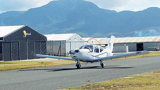 """中国航空工业2架""""小鹰""""500在南非首飞"""