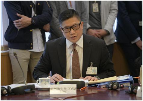 邓炳强出席中西区议会第二次会议。(图片来源:香港《星岛日报》)