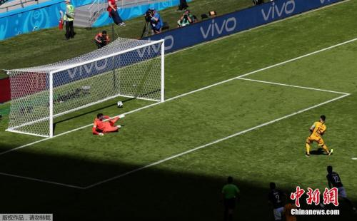 澳大利亚队也曾通过VAR技术获得一粒点球。
