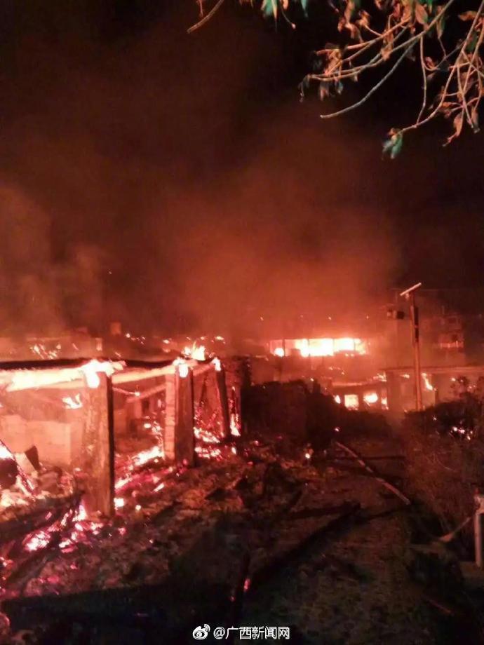 桂林龙胜泗水乡发生火灾:烧毁农房12户 134人受灾
