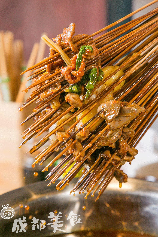 《人均30多的竹板凳儿串串,每样小碗菜都想点。》