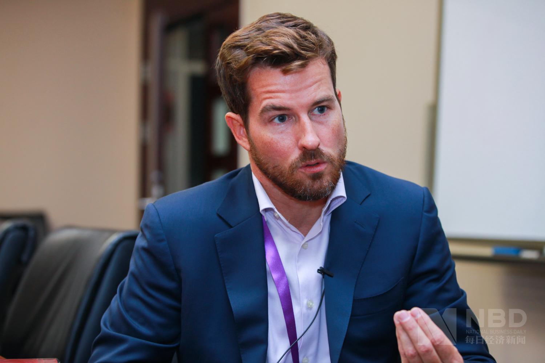 每经专访世界经济论坛金融和货币体系未来部门负责人Matthew Blake:银行与金融科技公司合作能有效控制小微贷款风险