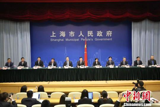 上海市政府3月26日举行新闻发布会介绍上海优化营商环境专项行动计划推进情况。 缪璐 摄