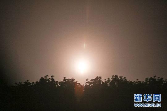 5日凌晨,星际荣耀双曲线一号S火箭发射升空瞬间。新华网发(郝金雷 摄)
