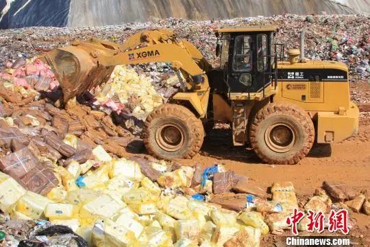 资料图 :2016年1月,云南墨江警方查获并销毁105吨涉嫌走私冷冻肉制品
