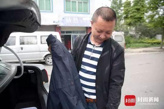 汶川光影:十年后他还留着遇难儿子的旧衣服欧雅顿化妆品价钱表